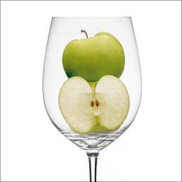 Die Apfelsäure ist auch im Wein anzutreffen. Sie ist aggressiver als Milchsäure, die bei der malolaktischen Gärung (Biologischer Säureabbau) aus Apfelsäure entsteht.