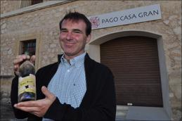 Ungewöhnlich für Spanien: Carlos Laso keltert einen Weisswein mit Gewürztraminer.