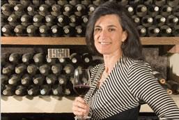 Weingut-Chefin Emanuela Stucchi Prinetti in ihrer klösterlichen Schatzkammer, wo noch viele alte Chianti Classico Riserva lagern.