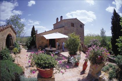 Auf Il Conventino kann man wunderschöne Ferien verbringen. Drei liebevoll eingerichtete Wohnungen und ein Schwimmbad, sowie viele Ausflugsmöglichkeiten in die kulturreiche Toskana erfüllen fast alle Wünsche.