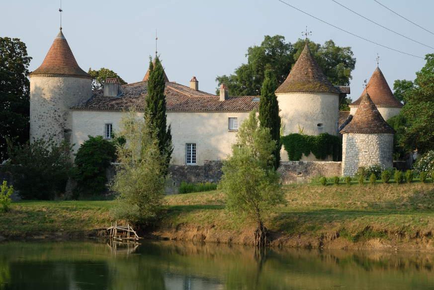Dieses traumhafte Château haben Christophe und Bénédicte Piat vor über 20 Jahren aus dem Dornröschenschlaf geweckt.