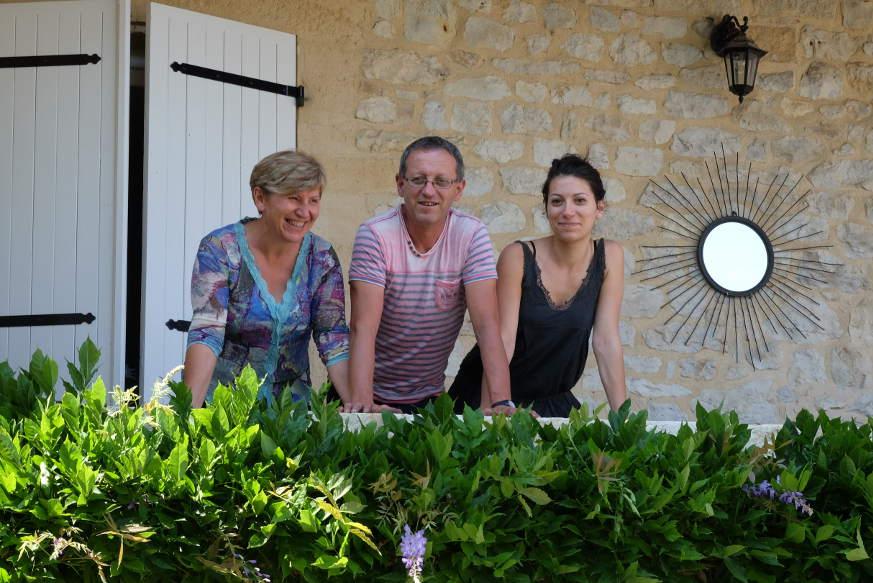 Die sympathische Winzerfamilie: Cathy, Daniel und Mathilde Fournié.