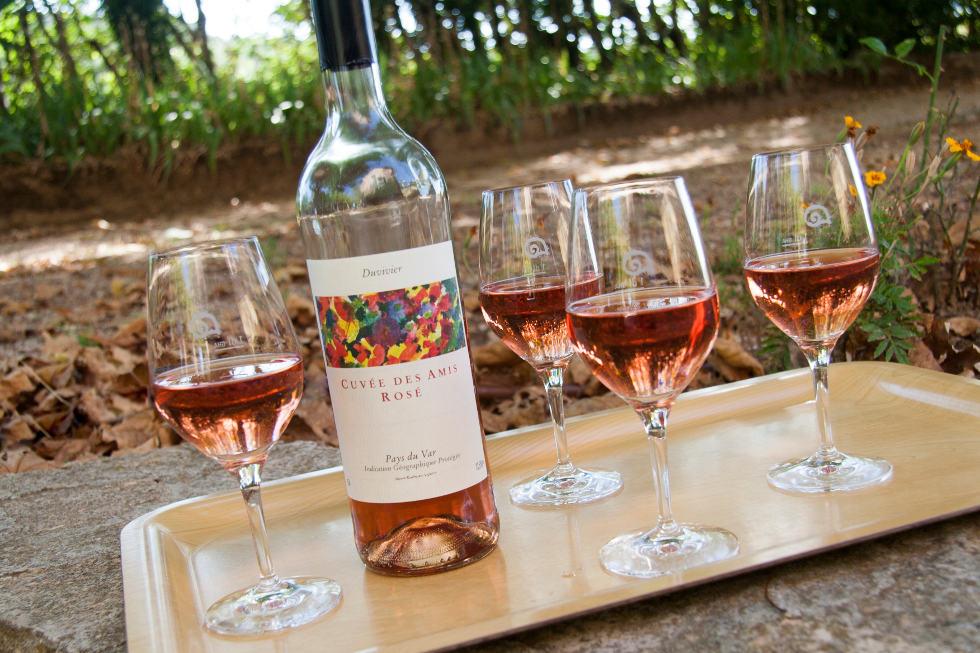 Ein schöner Frühlingstag in Südfrankreich: nicht die einzige, aber eine der verlockendsten Gelegenheiten, ein Glas Rosé zu geniessen.
