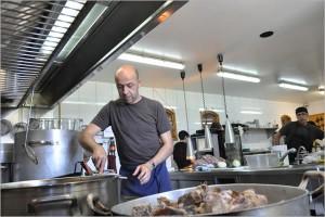 Oriol Rovira in der Küche des Els Casals