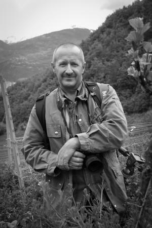 Natur- und Reportagefotograf Patrick Rey in den Walliser Weinbergen des Delinat-Instituts