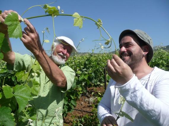 Delinat-Winzerberater Rolf Kaufmann (links) mit Giorgos Korinis, Önologe auf dem griechischen Weingut Spiropoulos.