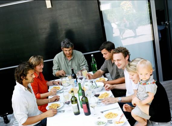 Zum Essen trifft sich die ganze Familie: Im Jahr 2011 wurden die Michlits vom Bundesministerium für Wirtschaft als bester Familienbetrieb des Burgenlands ausgezeichnet. Erstmals überhaupt fiel diese Ehre einem bäuerlichen Betrieb zu.