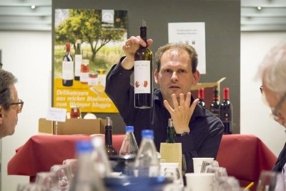 Kult: Dirk Wasilewski deckt den Reserva Martí auf, der exklusiv bei Delinat erhältlich ist.