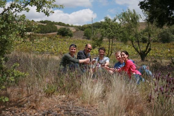 Picknick inmitten reicher Biodiversität, v.l.: Daniel Wyss, Antonio Alfonso (Volvoreta) , Christian Wild, Roman Herzog, Maria Alfonso (Volvoreta)