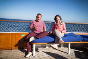 Entspannt mit an Bord: Josep Maria Albet i Noya und Önologin Marga Torres.