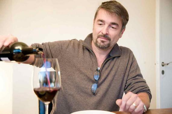 Schauspieler Stefan Gubser gönnt sich ab und zu ein Glas guten Wein.