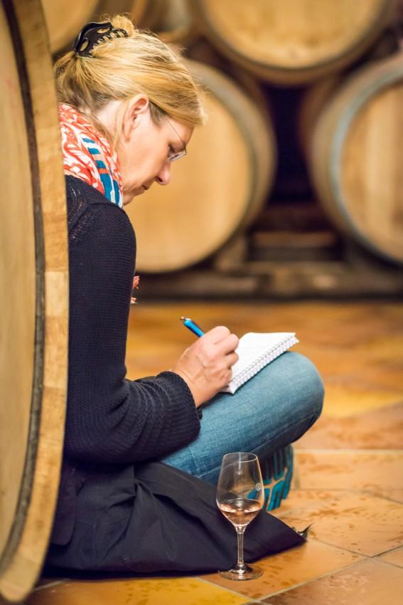 Regine Gwinner im Weinkeller