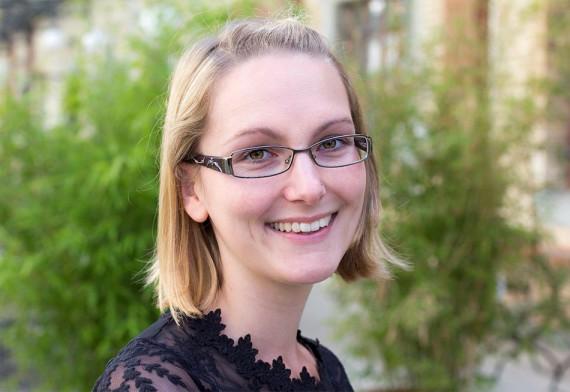 Naemi Herzog-Ilg, Kundendienst