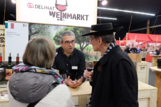 Staunende Besucher am Delinat-WeinMarkt