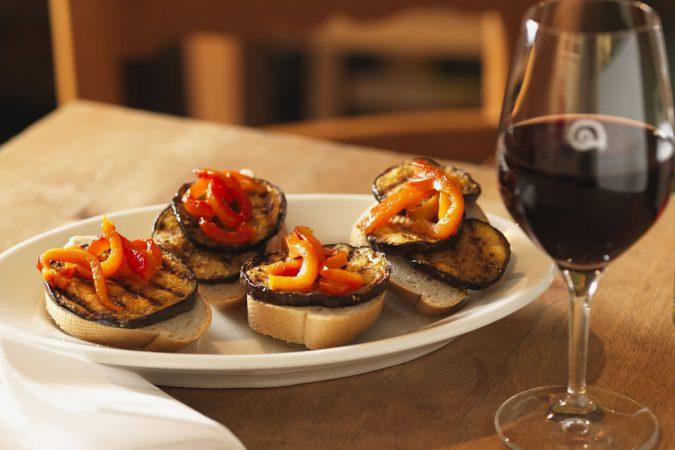 Erfrischende Sommerküche : Rote terrassenweine und leichte sommerküche delinat