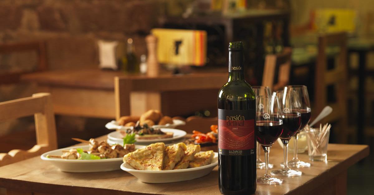Rote Terrassenweine und leichte Sommerküche - Delinat