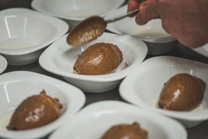 Oft bejubelt: Mousse au Chocolat mit einem Hauch Olivenöl.