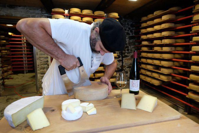 Käse und Wein sind komplexe, aber spannende Liebschaften.