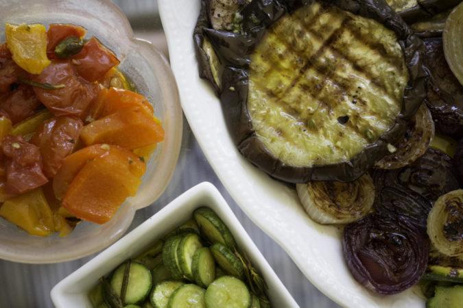 speisen beeinflussen den wein und umgekehrt - Kchen Mit Weien Schrnken Und Dunklen Bden