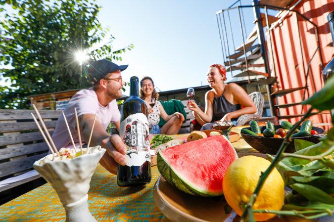 Die Rebbel-Weine sind perfekt für das sommerliche Grillfest