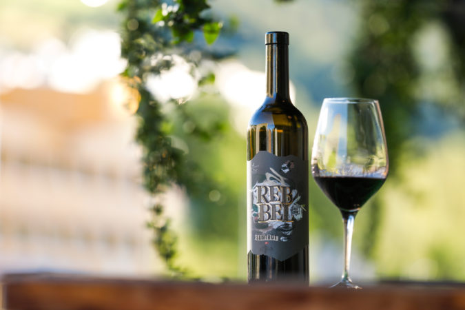 Rebbel Samtrot, ein edler Wein