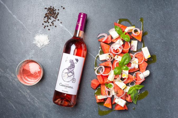 Wassermelonensalt mit Schafskäse und Roséwein