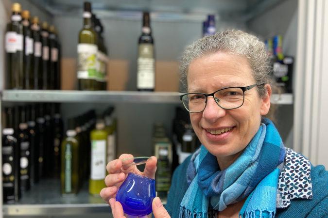 Eine absolut objektive Verkostung ist sowohl beim Wein wie beim Olivenöl nur ohne Information und blind möglich.