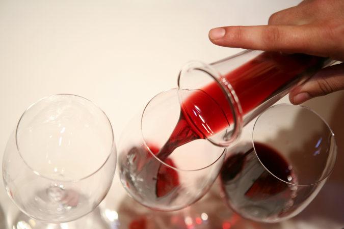 Wein wird oftmals geschönt und/oder geklärt.