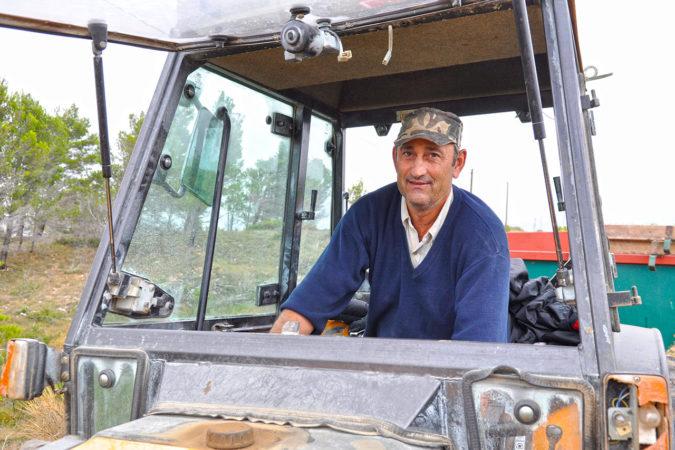 Traktorfahrer José auf der Domaine Lignères